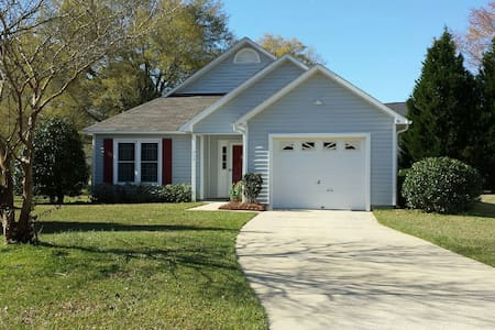 Vacation get away home near coast. - New Bern - Huis