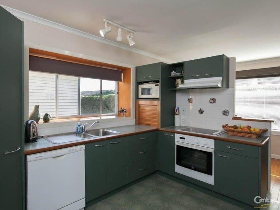 Full kitchen incl dishwasher