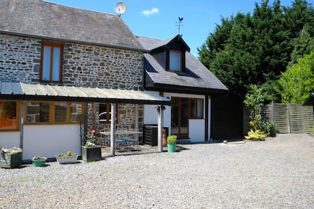 Cottage Close to Mont St Michel - Huis