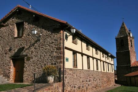 Casa rural con chimenea y gran capacidad - El Rasillo de Cameros - House