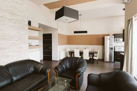 Private Room in most accessible location of city - Apartment
