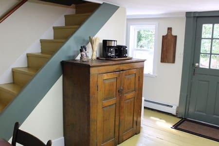 Historic, Creekside Setting-Dwarfskill Inn - Kingston - Casa