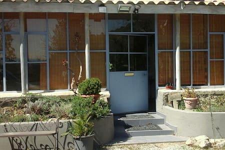 Joli gîte en colline provençale ! - Apartment