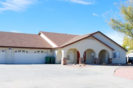 A spacious home for a luxurious & enjoyable stay. - Prescott Valley