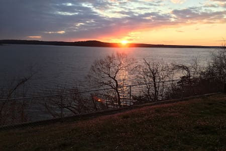 Best view on Truman Lake - House