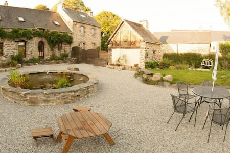 Luxury 17th Century Cottage with heated pool - House