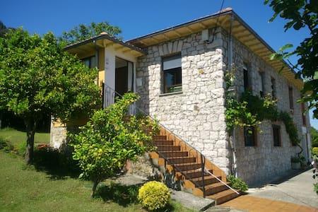 Casa de piedra / Stone house 1 - Parbayón