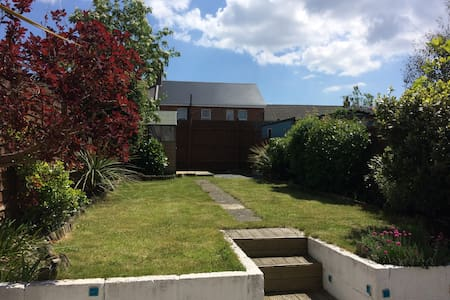 Terraced cottage near the beach - Bournemouth - House