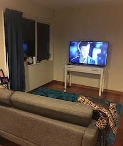 Close to town -walk to everywhere -double room - House
