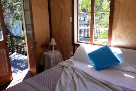 Cosy Cabin with bush outlook on acreage with pool. - Ilkley - Cottage