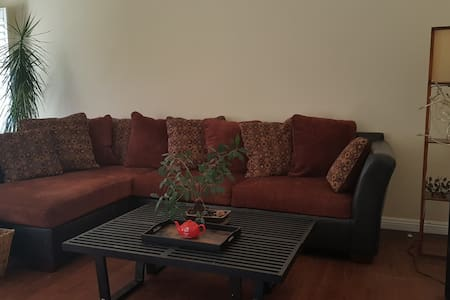 Private Room in Quiet Simi Valley - Simi Valley - タウンハウス