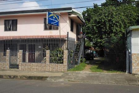 su nuevo hogar en Esparza - Other