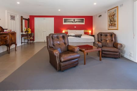 The Pool room - 2nd night $50 off - Kyneton - Bed & Breakfast