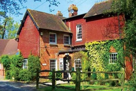 Waterhall Country House - Bed & Breakfast