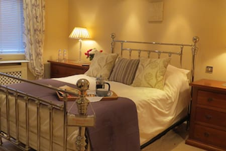 Skies Call Bed & Breakfast - Steeple Claydon - Casa