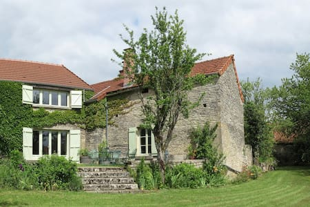 Delightful farmhouse, tranquil village - Asnières-en-Montagne
