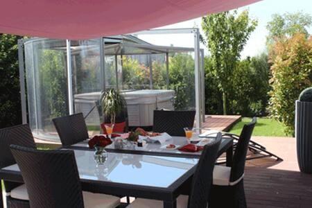 La Villa Cécile chambre Queen - Bed & Breakfast