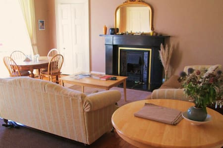 Entire elegant townhouse apartment - Montrose - Apartment