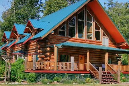 Wallace Falls Log Lodge, 10 view acres, sleeps 28. - Gold Bar - Maison
