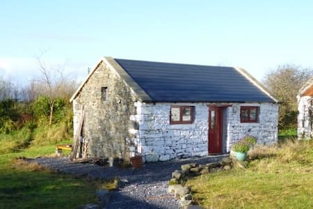 Self contained Irish cottage style studio for two - Pension