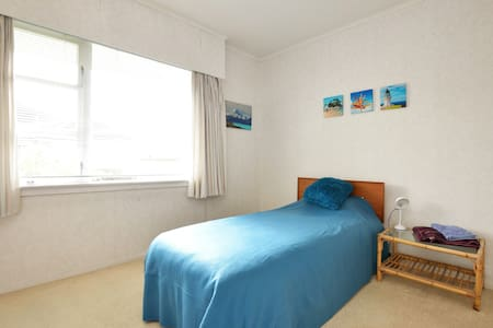 Cosy, sunny  and bright single bedroom! - Auckland