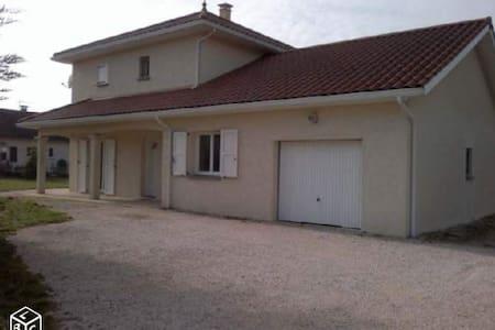 Chambre lit 90 dans une villa récente - Apprieu - Dom