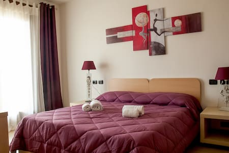 Nice & New, Easy Park, WiFi, Next to Verona Fair - Verona - Bed & Breakfast