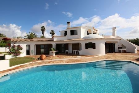 Casa com piscina para férias a 300m da praia - Casa
