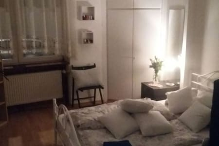 Room in a beautiful old apartment - Wohnung