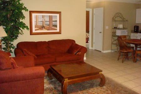 2 Bedroom Guesthouse on Gated Property - Tampa