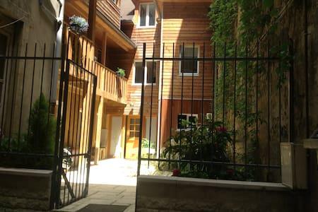 Studio meublé centre ville avec jardin - Casa a schiera