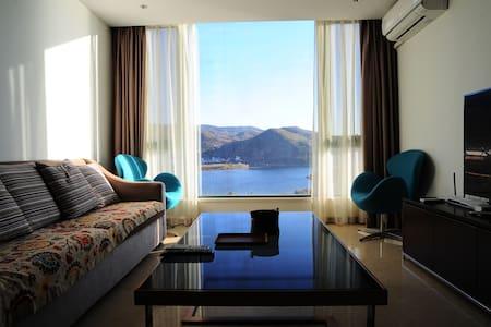 澄江抚仙湖全湖景度假酒店公寓(最临湖、三面景观、阳光大套房) - Yuxi Shi - Apartment