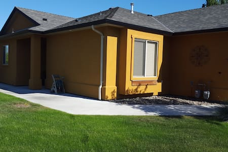 Gated community on the golf course! - West Kelowna - House