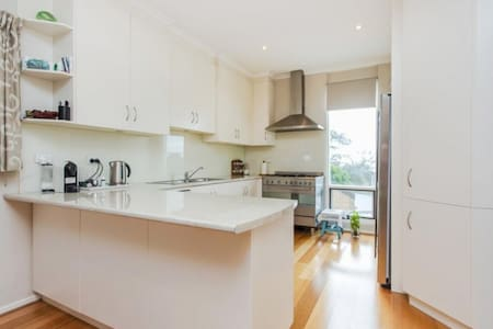 Next to the Flinders uni and medical centre - Bellevue Heights - Apartment