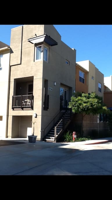 Modern condo, wonderful neighbors , safe, gated community . Many engineers and usc grads