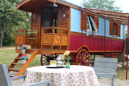 charming 2 persons gypsywagon with private bathroo - Larrazet