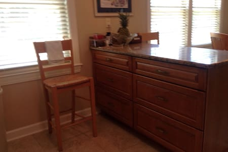 Room close to beaches and bases - Casa