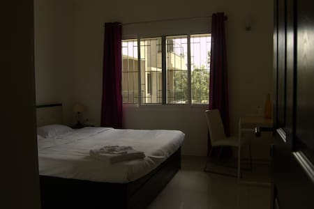 En-suite with B'fast + Pool + Gym + Snooker - Bengaluru - Condominium