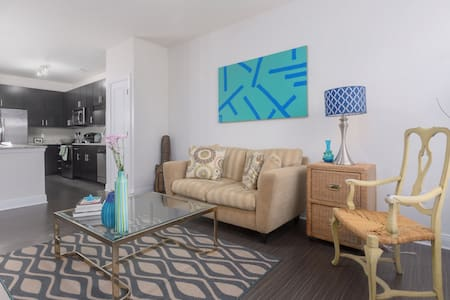 LUXURY CONDO IN THE HEART OF DURHAM BY DUKE - Apartment