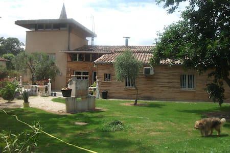 Villa Cloé: Pigeonnier à la campagne - Castelsarrasin - Rumah