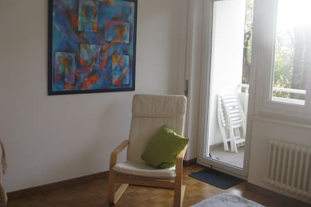 20 mq bright room with private balcony in a park - Wohnung