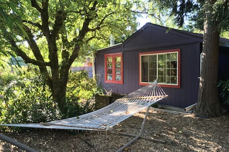 Aubergine Cottage Retreat - Vashon - Cabin