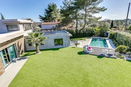 New modern villa in a quiet area outside Cannes - Mougins