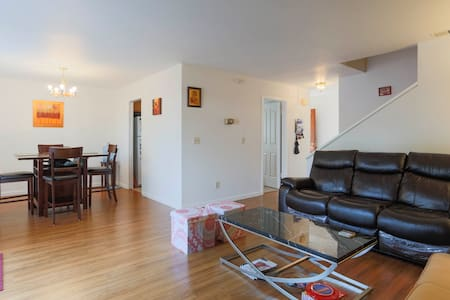 Nice Clean Room in a Quiet Townhome - Fremont - Casa a schiera