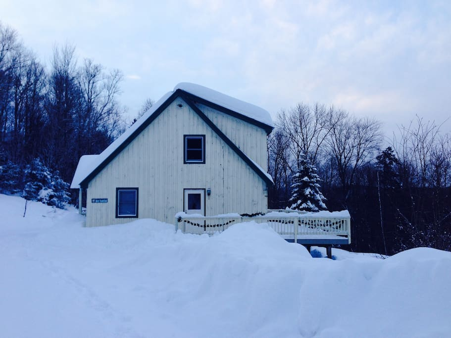 Winter Getaway minutes to Skiing-Available for season
