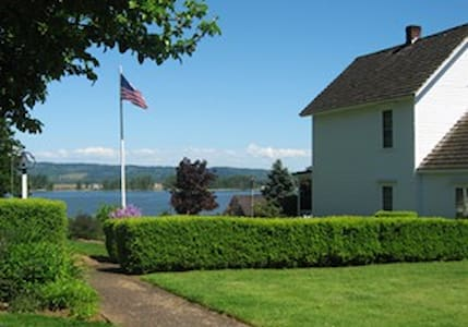 Simple, Peaceful, Relaxing community by the water - Columbia City - Szoba reggelivel