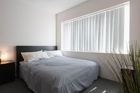 Ideally located beach pad in Bondi - Bondi Beach - Apartment