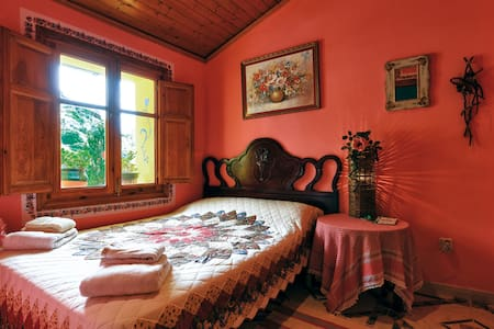 La Casa Serena, Award Winning BnB in Chulilla. - Bed & Breakfast