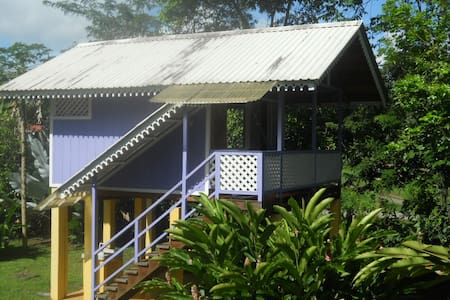 Caribbean Beach Cabin Solo Retreat - Hus