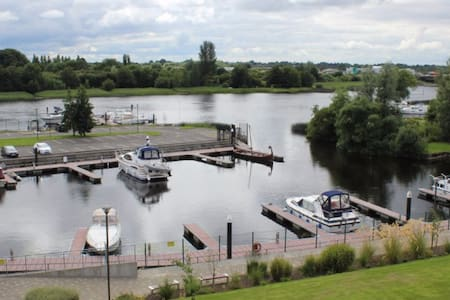 Stunning  Large 2 Bed Apartment with River views - Athlone - Apartment